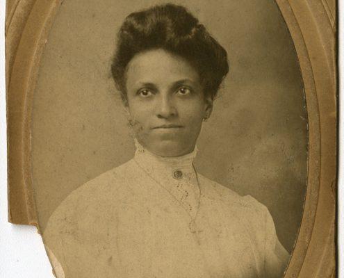 Portrait of Sallie Venning Holden, ca. 1900. Gelatin silver print mounted on board.