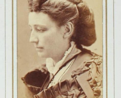 Carte-de-visite portrait of Victoria Woodhull.