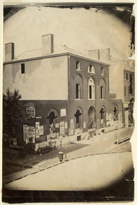 Demolition of Burd Mansion, s.w. corner Ninth and Chestnut streets