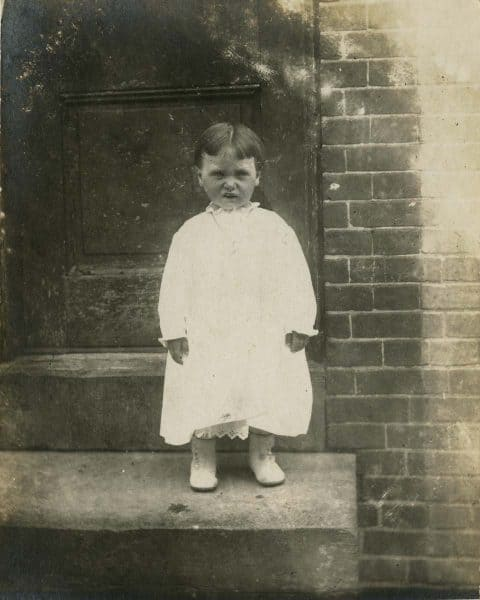 John Frank Keith, Small child standing on doorstep, Philadelphia c. 1915
