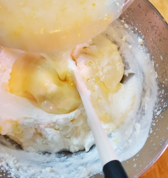 Folding the lemon mixtu