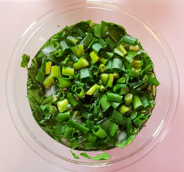 Chopped scallions, in cold water